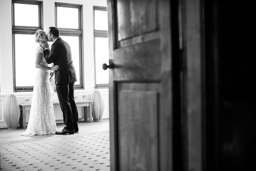 Cornwall-wedding-photographer-wedding-photography-thomas-frost-photography-314