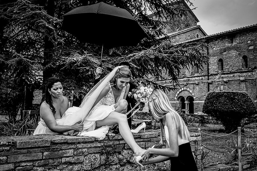 rain wedding photos