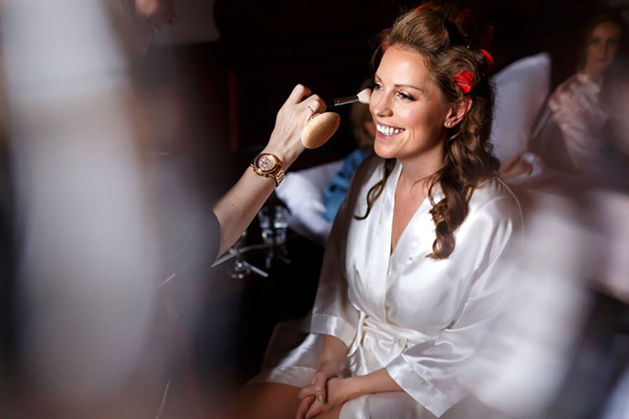 6 Tips for Getting the Best Bridal Prep Pics on your Wedding Day