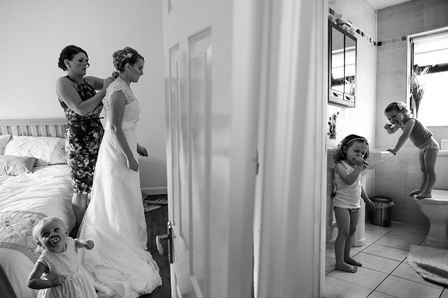 33 Must-Have 'Getting Ready' Photos for Your Wedding