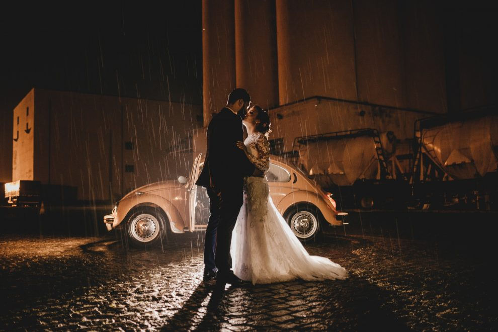 47 Couples Who Absolutely Nailed Their Rainy Day Wedding Photos