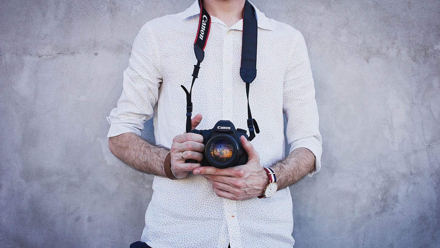 What Does a Wedding Photographer Wear?